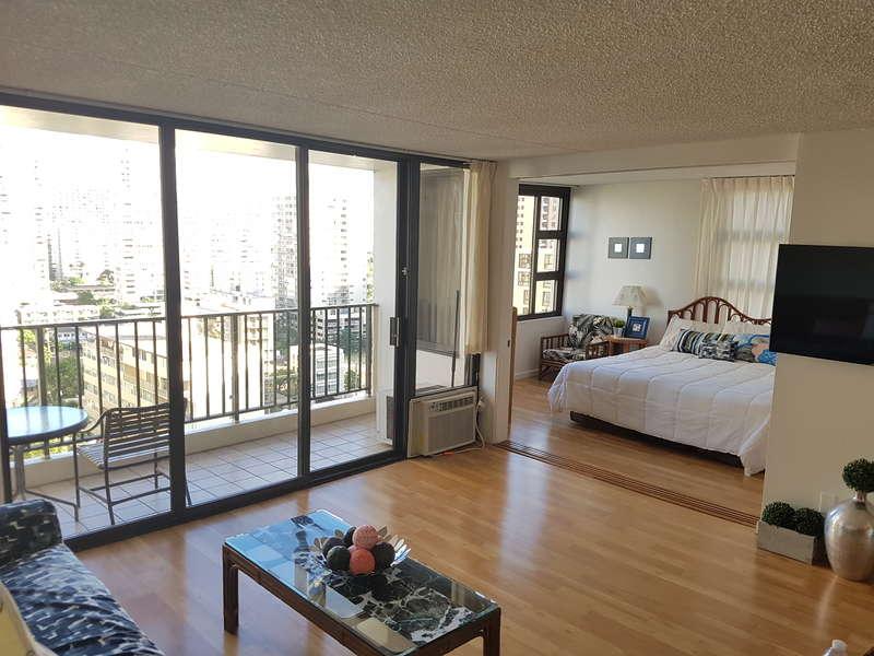 Waikiki Banyan - Tower 1 Suite 1702 photo