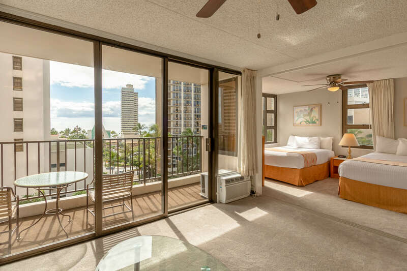 Waikiki Banyan - Tower 2 Suite 802 photo