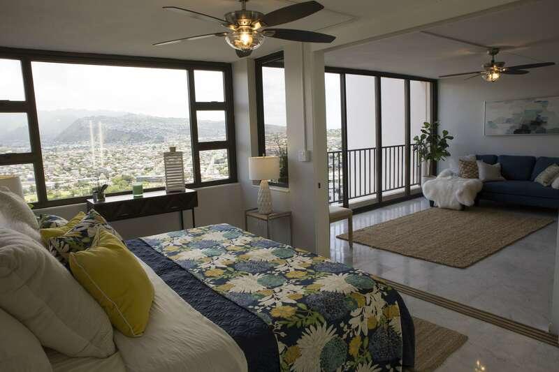 Waikiki Banyan - Tower 2 Suite 3701 photo