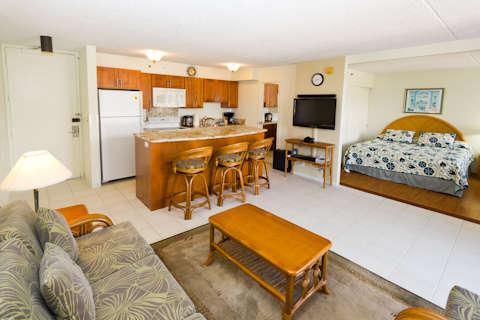 Waikiki Banyan - Tower 2 Suite 3705 photo