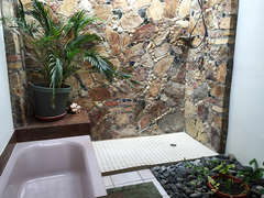 22-Garden Bath off Master Suite