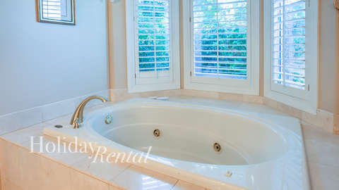 Shared bathroom used by bedrooms 4 and 5 with bathtub