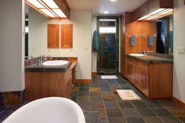 Timberline Vista - Master Bathroom www.enjoymontana.com