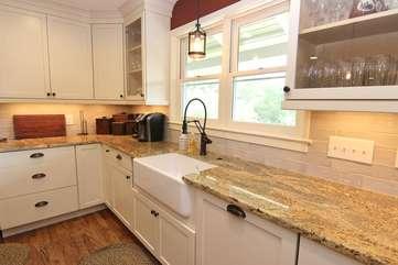 Farmhouse sink, granite countertops