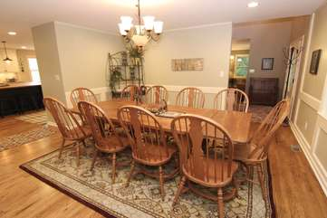 Dining room sits 10